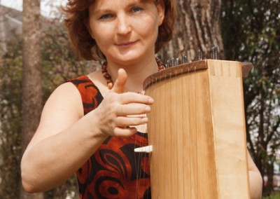 Karen Schlimp and her Koto (japanese string instrument). Photo: Günter Touschek